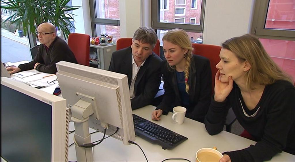 Huub Jaspers, Sanne Terlingen en Hanna Möllers op de redactie van Radio Bremen